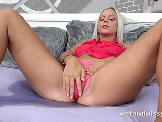 Yes bootyful blonde lady Julia Parker uses a metal vaginal speculum