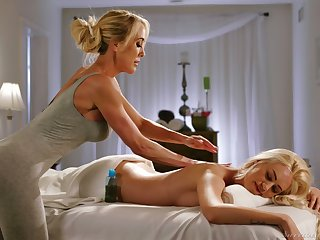 Mature lesbian masseuse Brandi A torch for gives a cunnilingus to young client