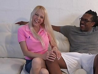 4K Amateur Florida Housewife takes 12 inch black cock